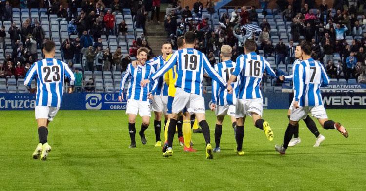 Los jugadores del Recre celebrando un tanto. Foto: Pablo Sayago / Recreativo de Huelva
