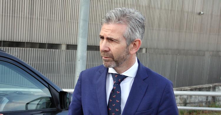 Uno de los administradores judiciales, Francisco Javier Bernabéu, a la salida de El Arcángel