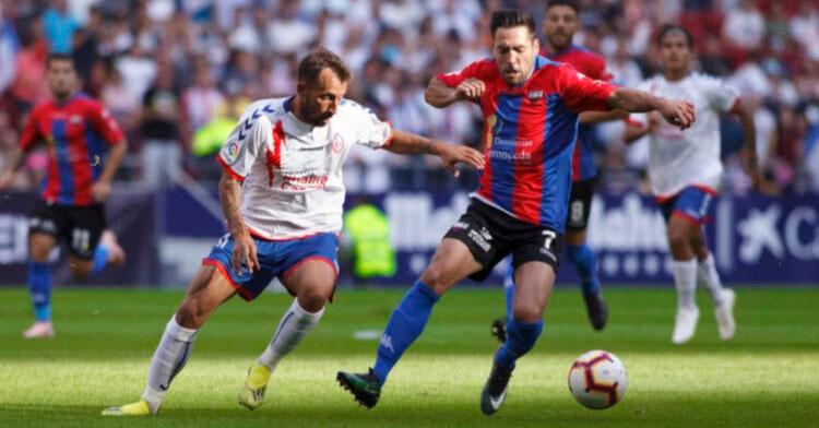 Carlos Valverde en el partido ante el Real Zaragoza de esta temporada.