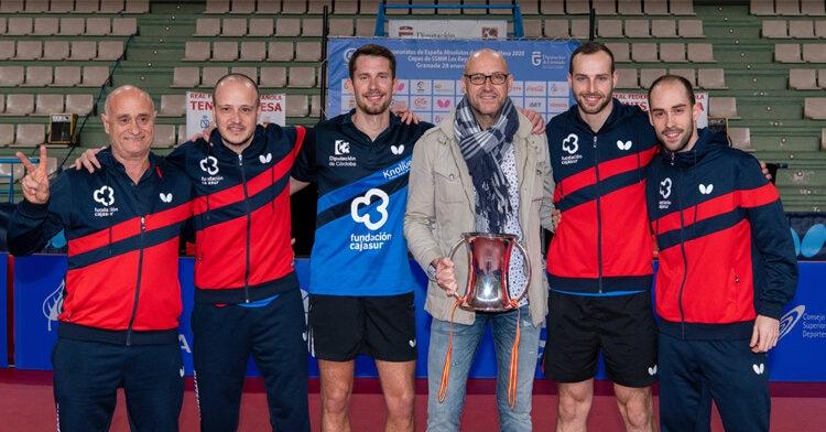 El Cajasur Priego con su título de la Copa del Rey. Foto: RFETM