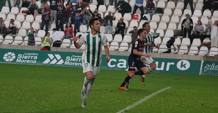 Carlos Valverde celebrando su tanto de penalti.