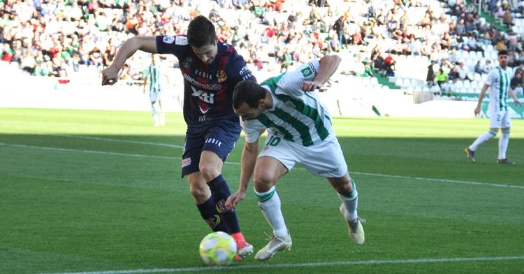 Miguel de las Cuevas en el partido ante el Yeclano, uno de los rivales directos del Córdoba contra el play-off. Autor: Paco Jiménez