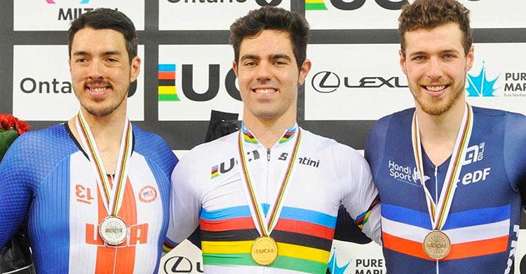 Radiante. Alfonso Cabello con su medalla de oro, entre el estadounidense Christopher Murphy y el francés Dorian Foulon.