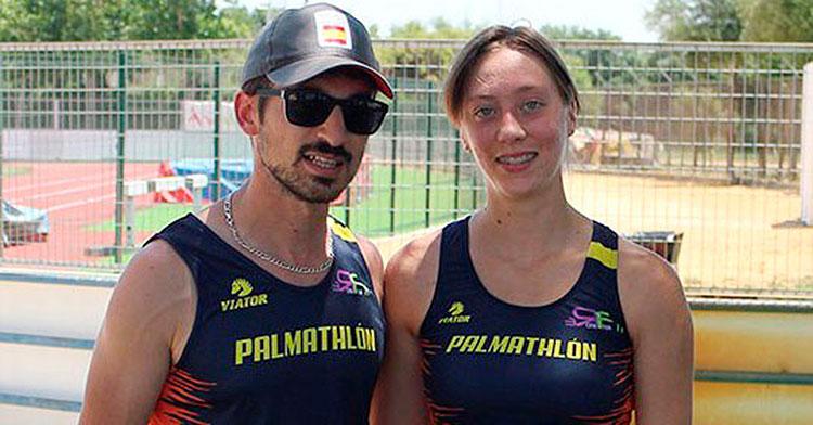 Ana María Chacón junto a su entrenador.