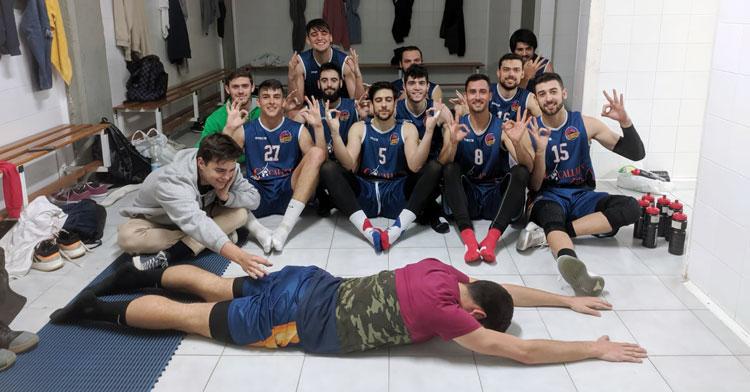 Los jugadores de Antonio Navas bromeando tras su victoria. Foto: CBC