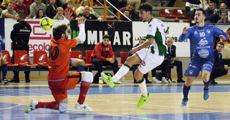 Dani Fernández en una jugada que no pudo culminar. Foto: Córdoba Futsal