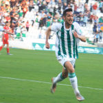 Iván Navarro corriendo como loco para celebrar su gol. Autor: Manuel D. Vera