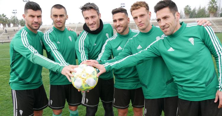 Los seis fichajes invernales -Garrido ya estaba- en el entrenamiento de hoy. Foto: Córdoba CF