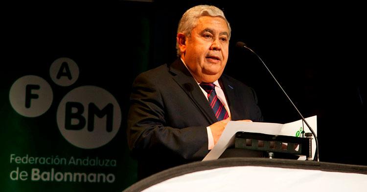 La caída del granadino Antonio Rosales, presidente de la Federación Andaluza de balonmano, es el objetivo final del movimiento arbitral.