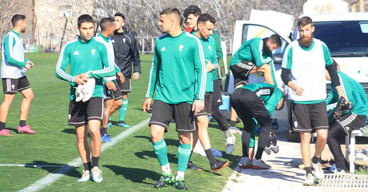 El cuestionado Jesús Álvaro junto a Xavi Molina a la conclusión de un entrenamiento.