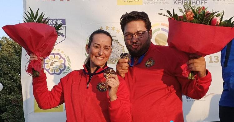 Fátima Gálvez y Alberto Fernández con la medalla de plata de la Copa del Mundo de Chipre. Foto: RFEDETO