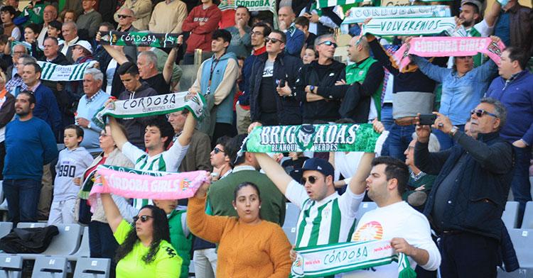 La afición cordobesista el pasado domingo en la preliminar del partido ante el Cartagena.