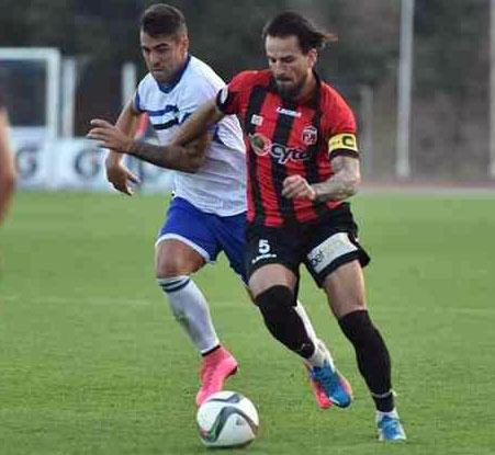 Fran González jugando con el Ermis Aradippou de Larnaca, Chipre.
