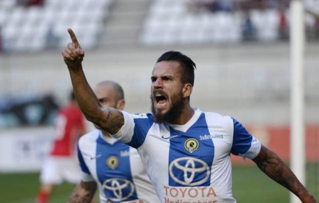 Fran González celebrando un gol con el Hércules con Javi Hervás al fondo.