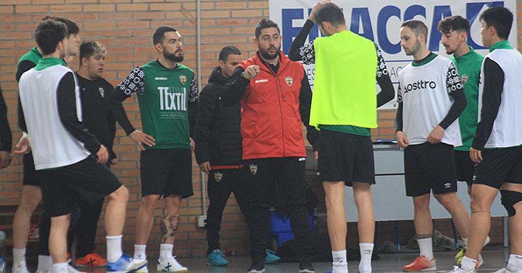 Josan González junto a sus jugadores del Córdoba Patrimonio