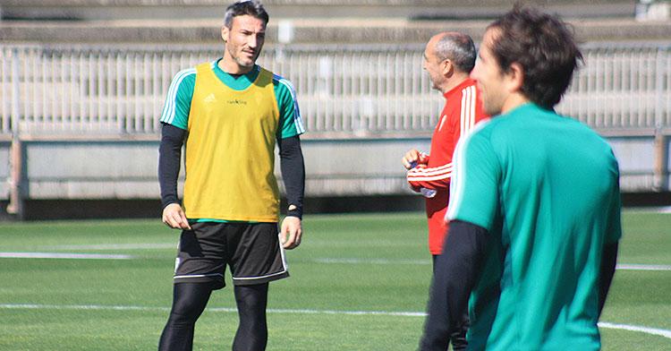 Piovaccari cambiando impresiones con Juan Sabas.