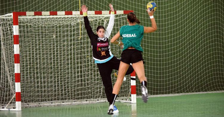 Dos jugadoras de Adesal en un momento del calentamienro previo al partido. Foto: Adesal Córdoba