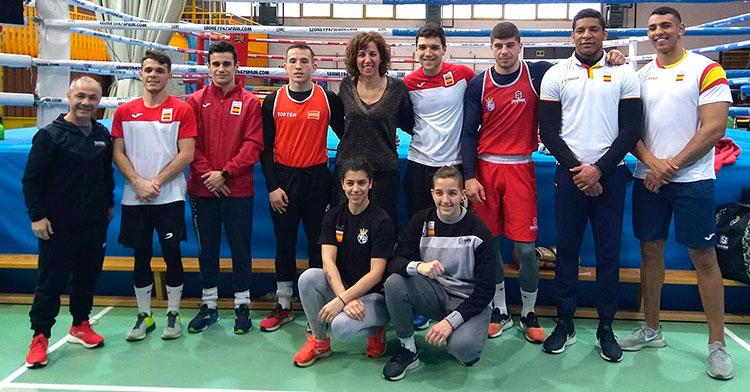 Rafa Lozano con los integrantes de la selección española que viajaron al preolímpico de Londres.