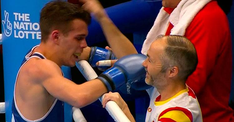 Rafa Lozano felicitando a Gabriel Escobar tras la victoria que le aseguraba su presencia en los Juegos Olímpicos de Tokio.