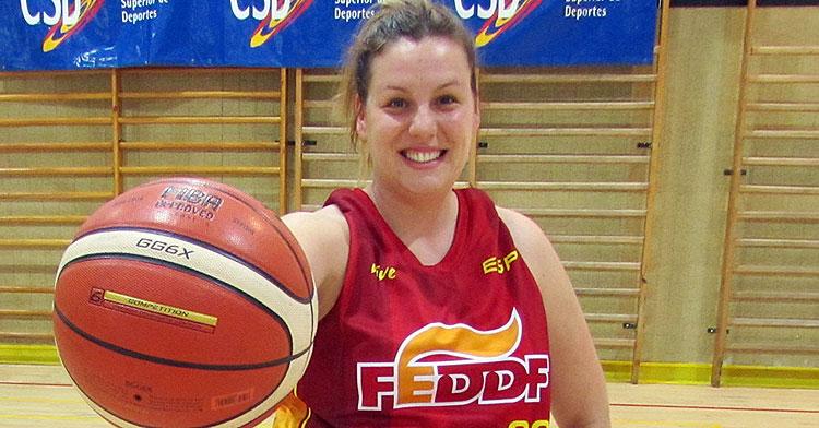 Veva Tapia, pura pasión por el baloncesto. Foto: FEDDF