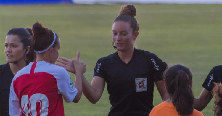 María José Villegas, colegiada en Tercera División y Liga Iberdrola femenina. Foto: Silvia Peguero - 21 lyons