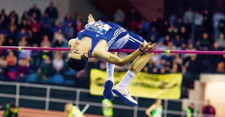 Pedro Zamorano en pleno salto de altura. Foto: JJVico