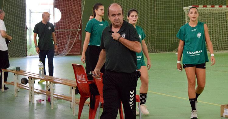 Rafa Moreno, entrenador fuensantino. Foto: Balonmano Adesal
