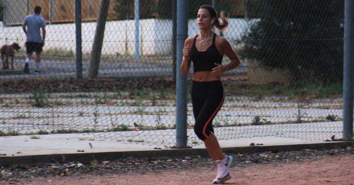 atleta en el circuito del tablero