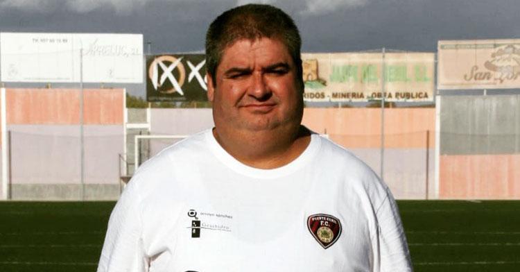 """José Delgado """"Betis"""" con el escudo del Salerm cerca del corazón. Foto: @SalermPG"""