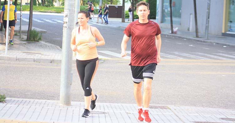 Una pareja hace deporte a su ritmo.