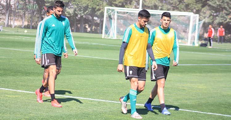 Iván Navarro caminando junto a Fran Gómez.