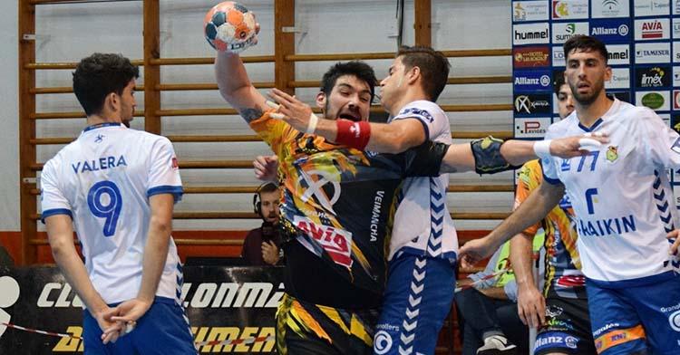 Javi García peleando en su posición de pivote.