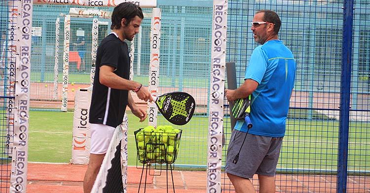 Javi Garrido junto a su entrenador Rafa García-Courtoy.