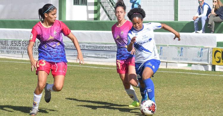 Karla Riley durante un partido en el Municipal. Foto: CD Pozoalbense