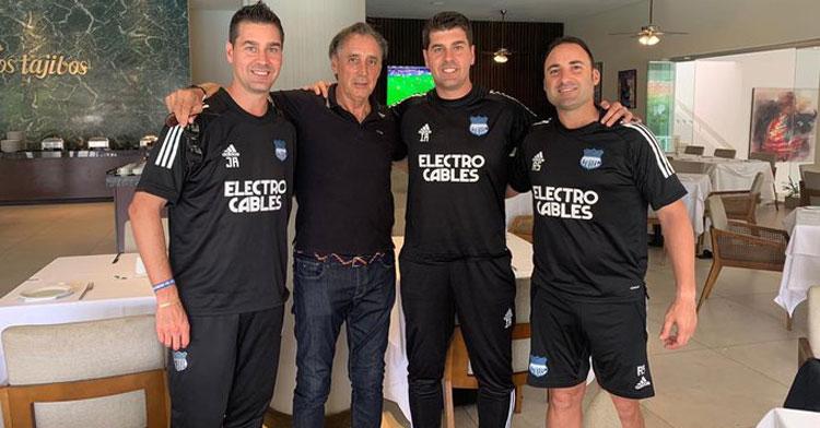 Miguel Ángel Portugal en Bolivia junto a otros técnicos