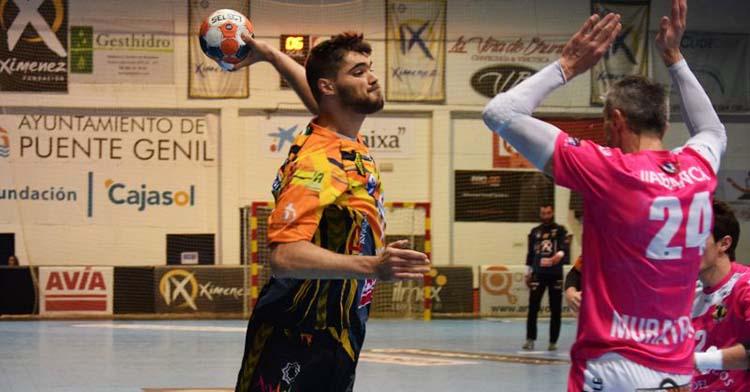 El zurdo Ruslan Dashko armando el brazo en el partido ante el Cangas.