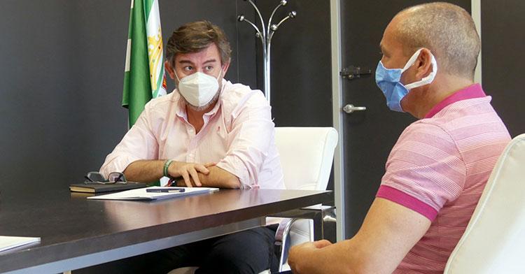 Juan Sabas reunido con González Calvo el día de su renovación. Foto: CCF