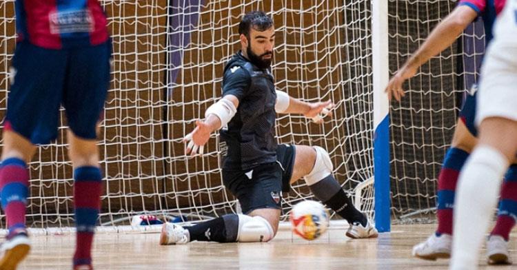 Prieto en un partido con el Levante