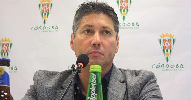 Alfonso Serrano en una de sus últimas comparecencias durante el pasado mercado invernal de fichajes.