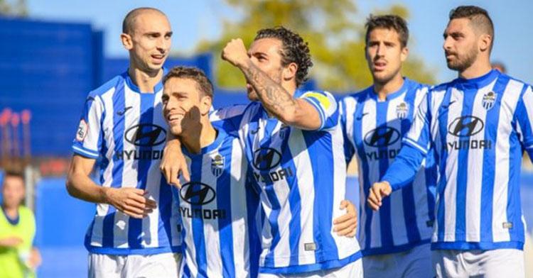 Los jugadores del Atlético Baleares celebrando un tanto. Foto: Amador Magraner | ATB