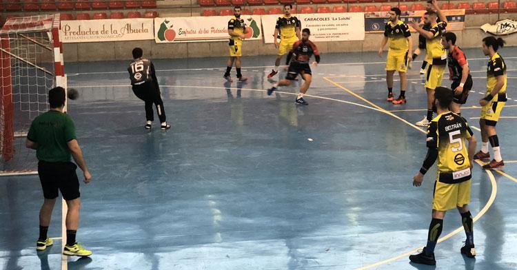 Una imagen de un partido del Balonmano Pozoblanco en el Juan Sepúlveda esta temporada. Foto: @CBM_Pozoblanco
