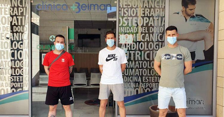 Integrantes del Bujalance Calderería Manzano en la Clínica Beiman para pasar los test contra el coronavirus hace unos días. Foto: @bujalancefs