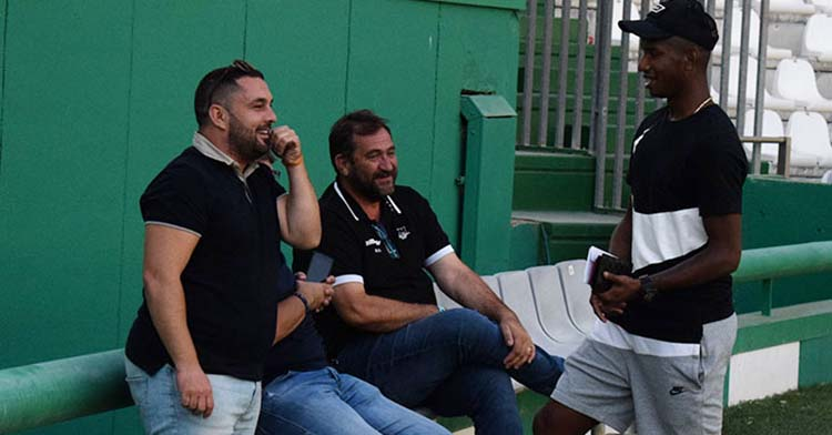 Jorge Rodríguez de Cózar departiendo con Fidel Escobar, con Alfonso Serrano junto a Rafa Herrerías.