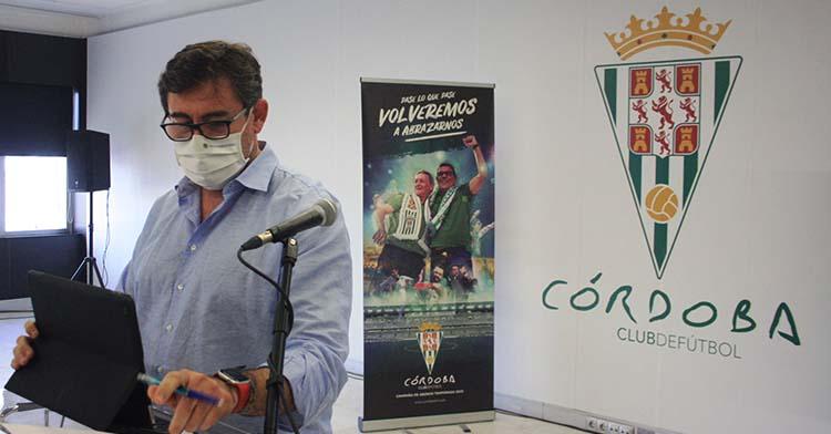 El consejero delegado del Córdoba, Javier González Calvo, durante la presentación de la campaña de abonados el pasado miércoles.