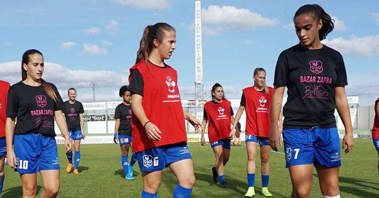 Juani Torres, a la derecha, otra renovada para Manuel Fernández. Foto: CD Pozoalbense Femenino
