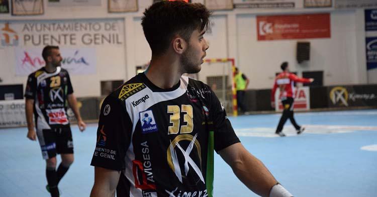 Manu Díaz luciendo la camiseta del Ximénez hace cuatro temporadas en el Alcalde Miguel Salas.