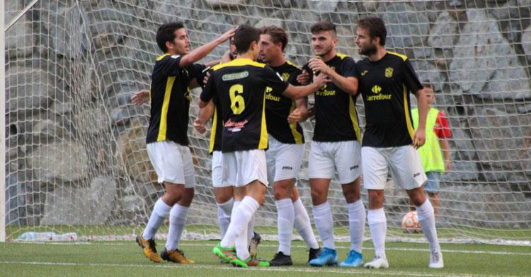 Los jugadores del Prat celebrando un tanto de Manuel Raíllo en Copa Catalunya. Foto: AE Prat