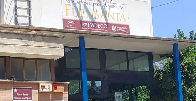 Fachada de la puerta de acceso a la Sala de Barrio de La Fuensanta.