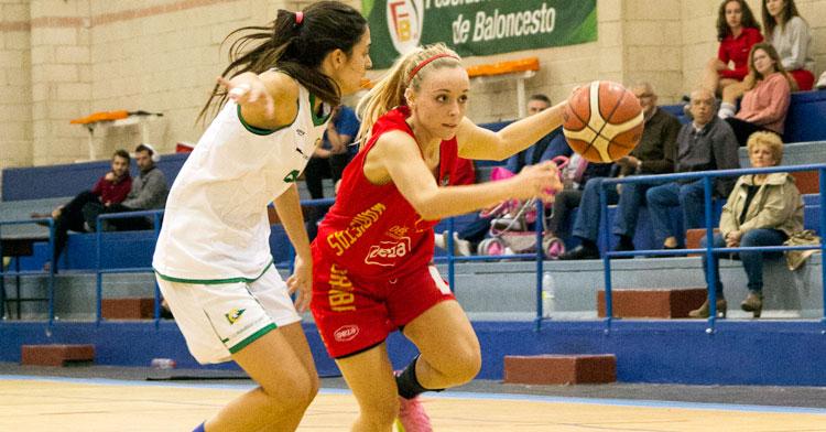 Ana Rodríguez, de rojo, se suma al nuevo proyecto del baloncesto femenino cordobés