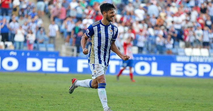 Carlos Martínez celebrando un tanto con el Recre. Foto: Manu López / huelva24.com